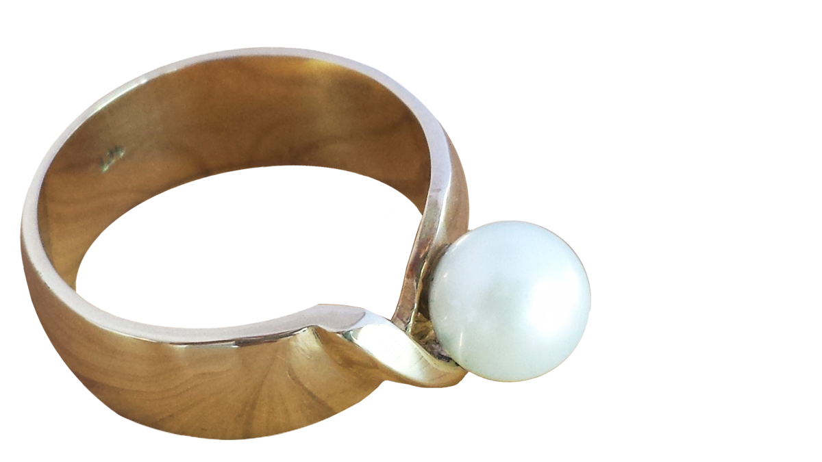 Fiona_Win_Ring_White_pearl_gold_design_jewellery_custom