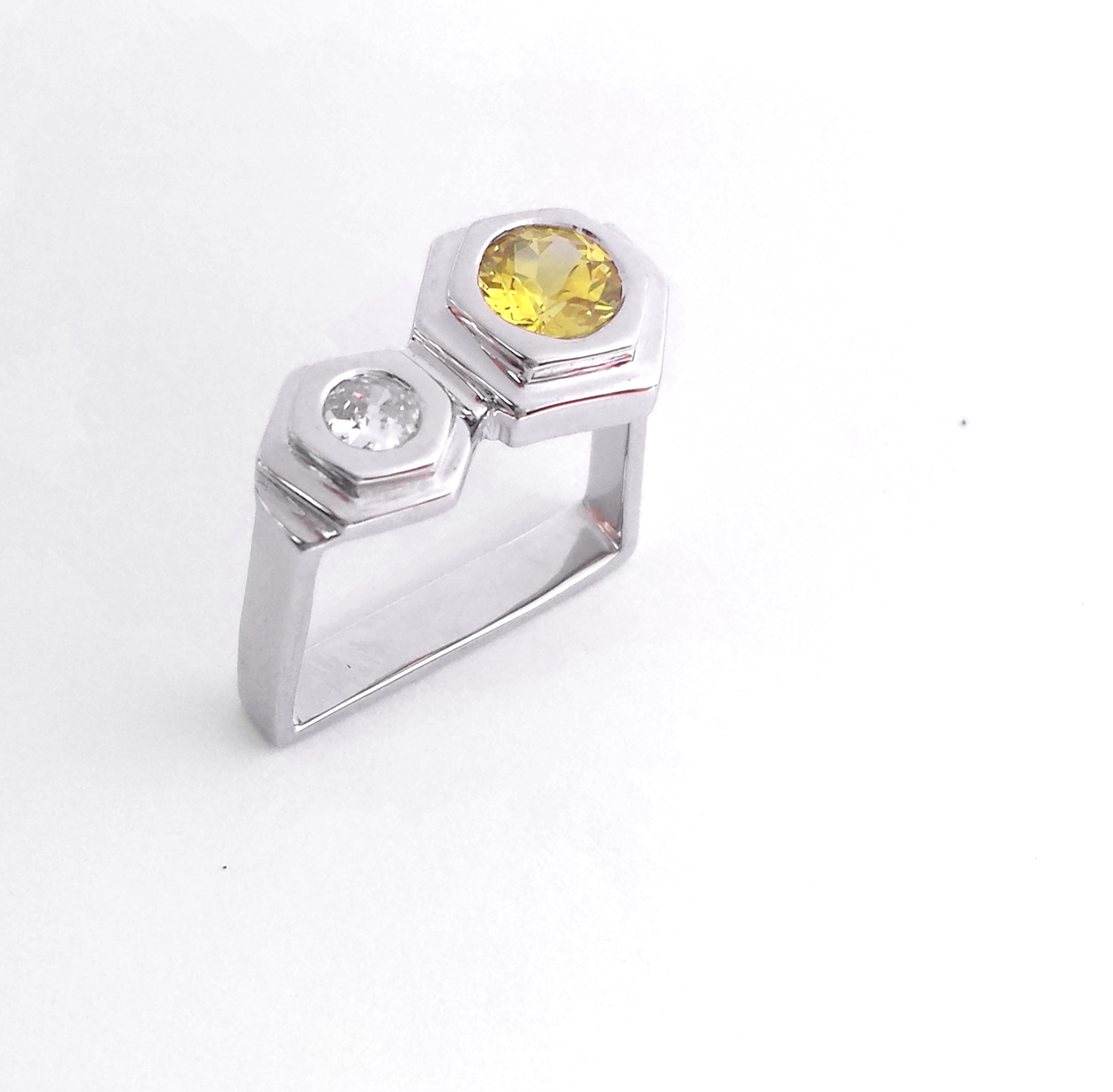 commemorative_jewellery_contemporary_design_yellow_sapphire_ring_doamond