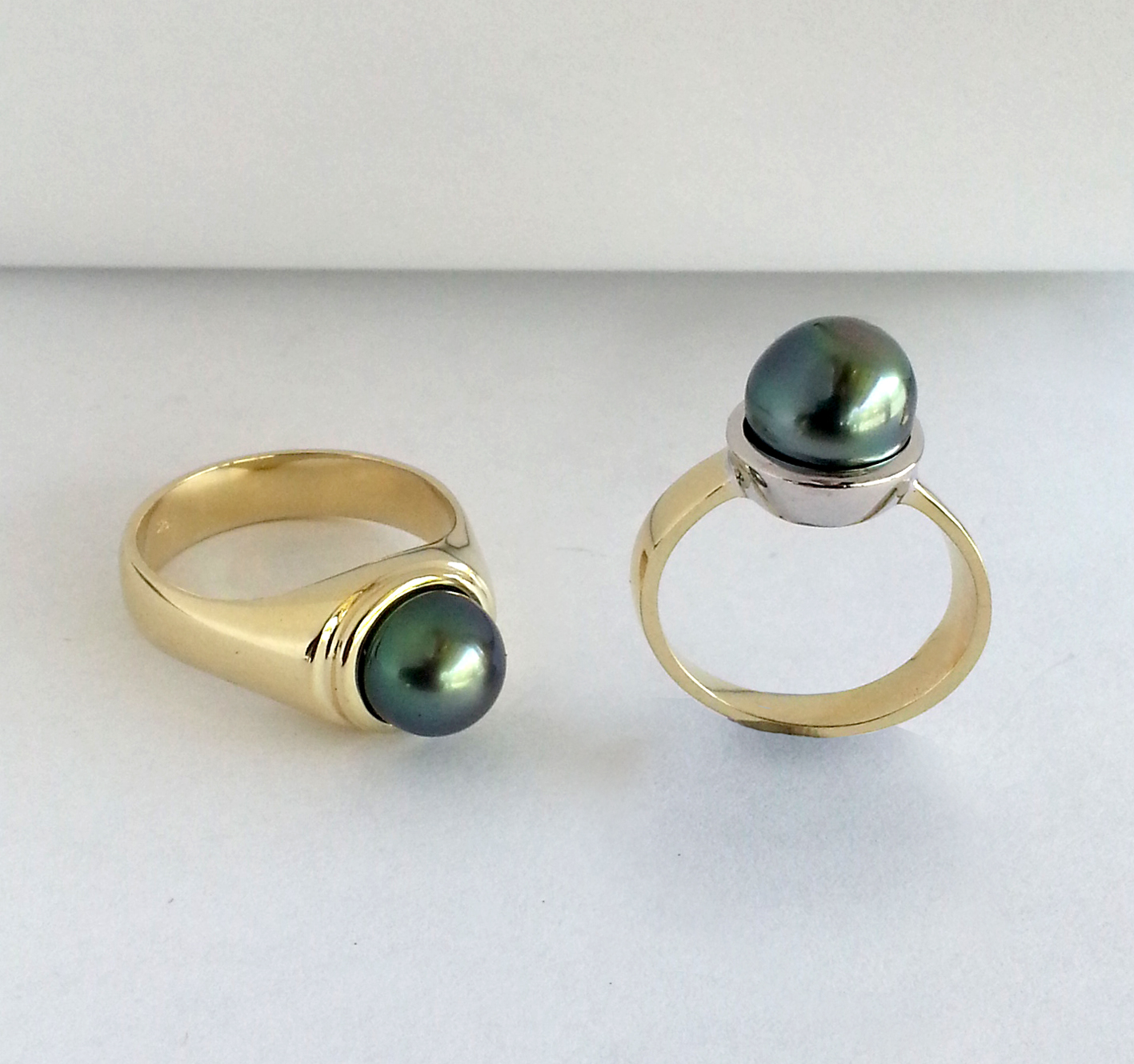 Pearl_ring_contemporary_design_gold_commemorative