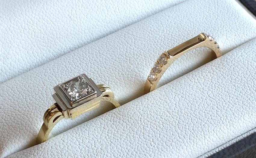 Wedding_set_square_princess_diamond_matching_flat_band_gold