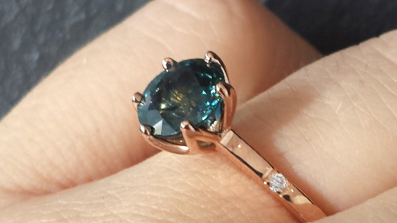Sapphire_engagement_Ring_Rose_Gold_Diamonds_contemporary jewellery
