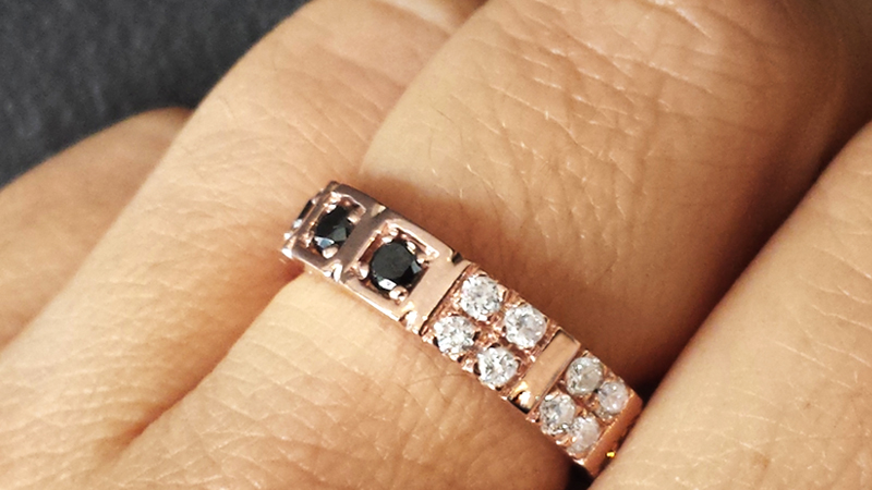 eternity_ring_black_diamonds_rose_gold_band