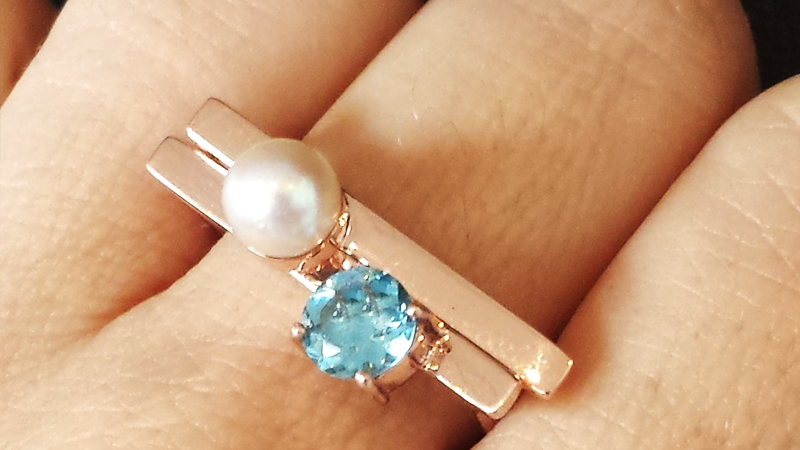 rose_gold_cradle_ring_pearl_sapphire_blue_gem_birthstone_year