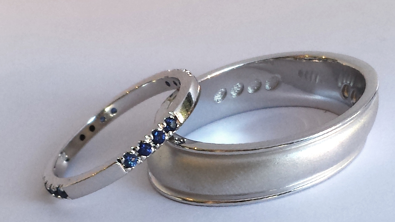 sapphire_wedder_white_gold_bride_groom_contemporary jewellery