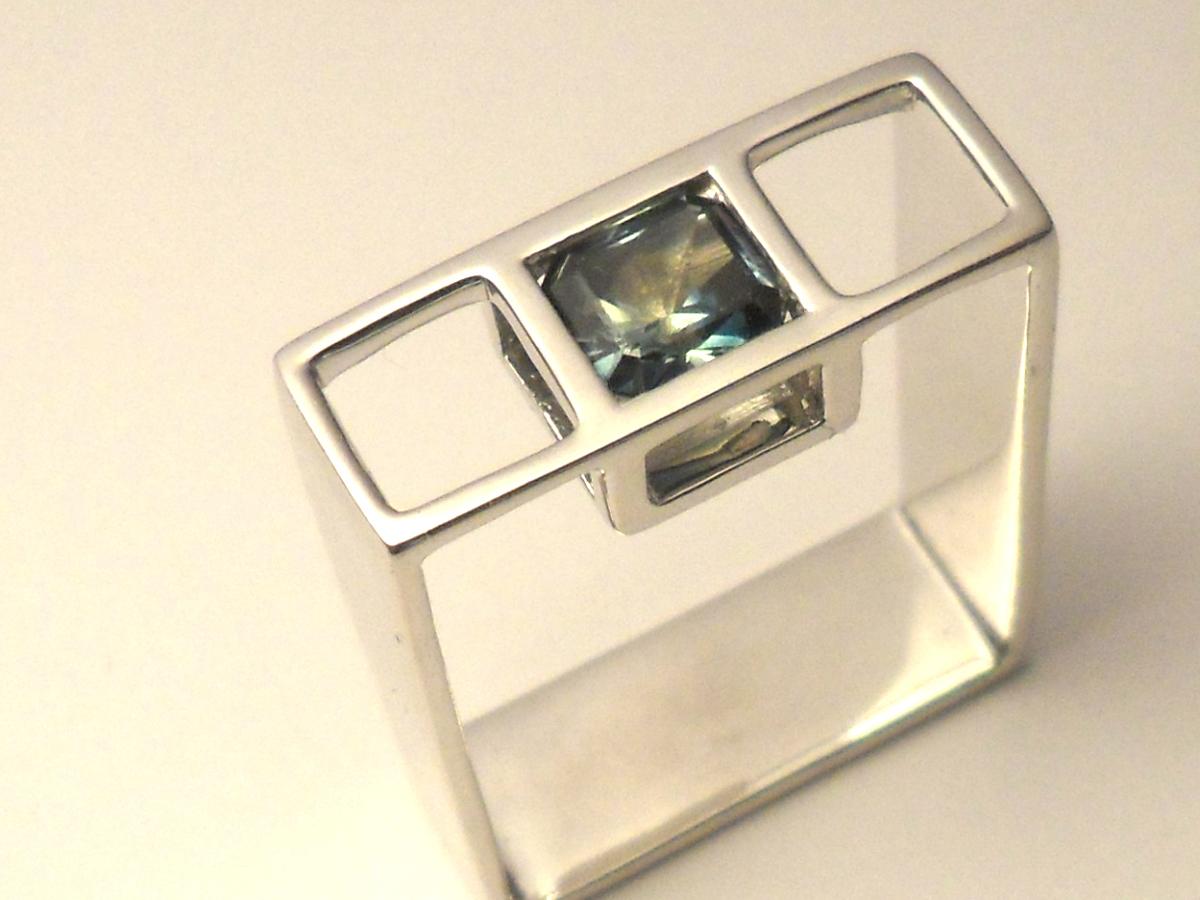 bilingual_salvation_parti_sapphire_ring_geometric_contemporary_jewellery_design_custom_australia