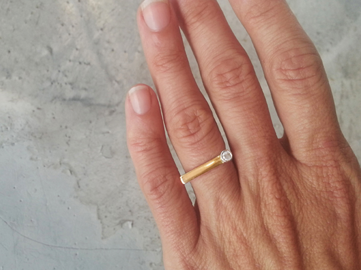 white_sapphire_ring_rose_gold_subtle_cradle_design