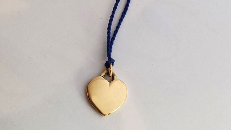 family_heirloom_Custom_Design_heart_pendant_yellow_gold_pretty_girl_child_gift_unique_classic_Bilingual_Australia_Blog_contemporary_family_heirloom